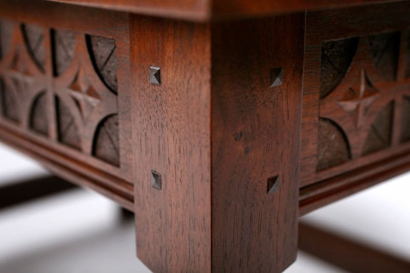 coffee-table-corner-closeup